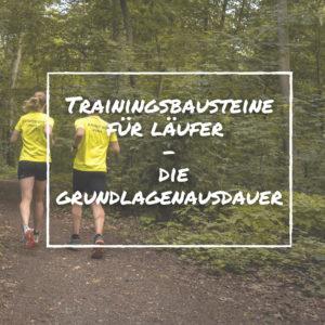 Grundlagenausdauer verbessern - zwei Personen laufen im Wald
